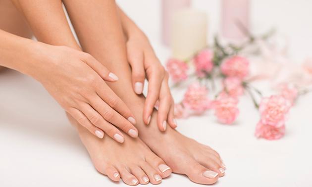Manicure- of pedicurebehandeling evt. + gellak
