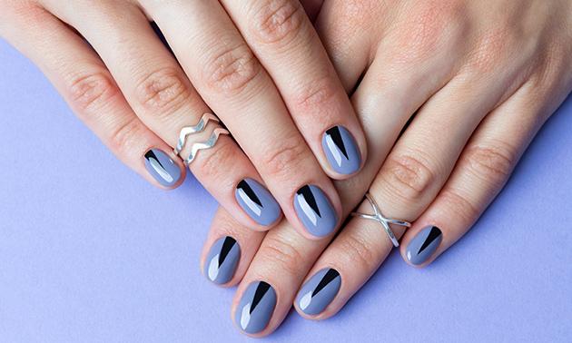 Manicurebehandeling + evt. gellak en nagelversteviging