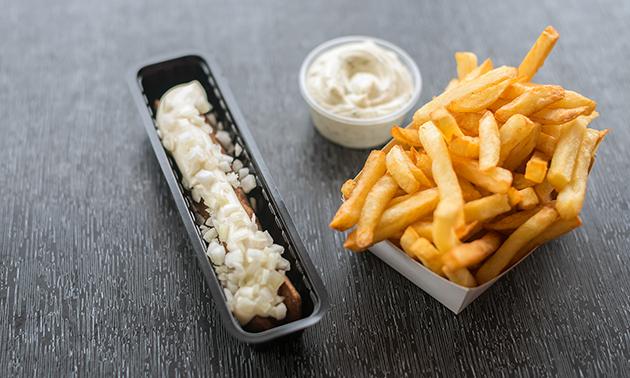 Thuisbezorgen of afhalen: gezinszak friet + 4 snacks + saus