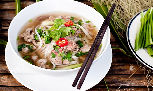 Vietnamese noedelsoep naar keuze + drankje
