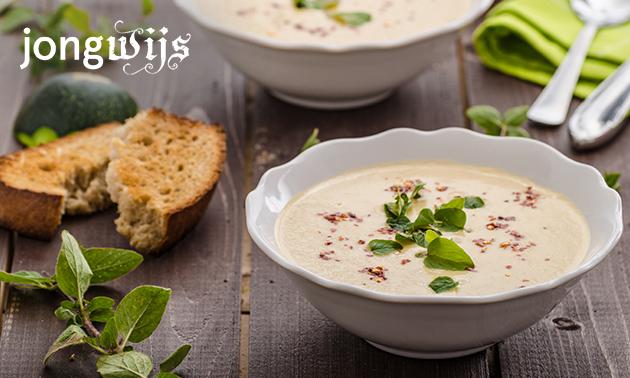 Afhalen: huisgemaakte soep + brood + topping