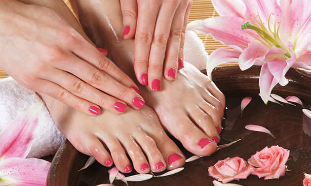 Gellak + mini-manicure- of pedicurebehandeling