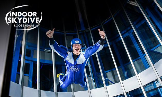 3 of 5 sessies indoor skydiven