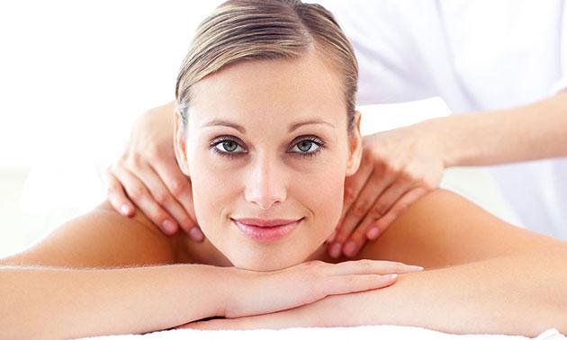 Massage (45 min) + scrub bij Just Wellness