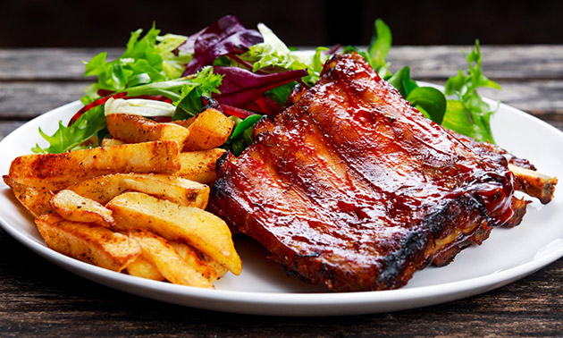 All-You-Can-Eat spareribs + saus + friet + salade