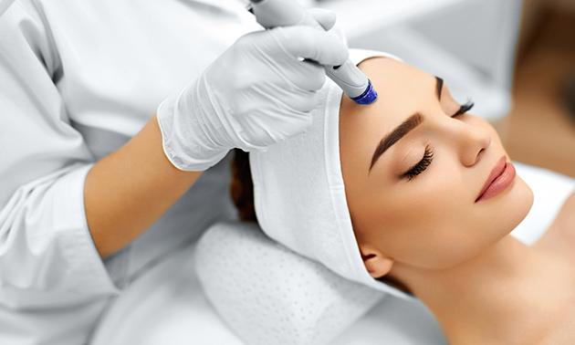 Gesichtsbehandlung (60 Min.) oder Microneedling