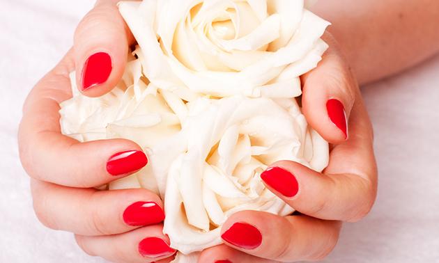 Manicurebehandeling + gellak (30 of 60 minuten)