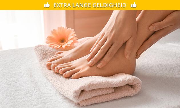 Maniküre mit Massage oder Pediküre