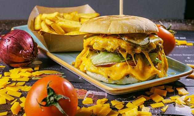 Burger oder Hot Dog nach Wahl + Dessert