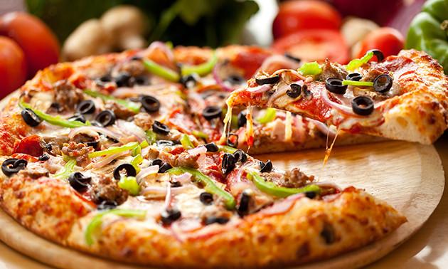 Zum Abholen oder Liefern: 2 Pizzen bei Luigi's Pizza