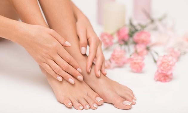 Spa-manicurebehandeling + evt. gellak of acrylnagels