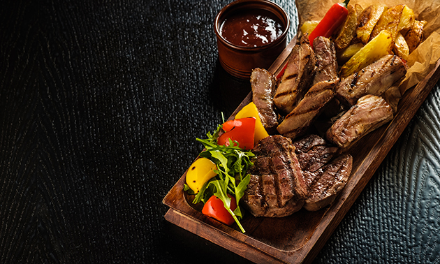 Afhalen: mixed grill + salade + friet