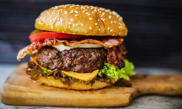 Burgermenü bei Restaurant Sternzeit
