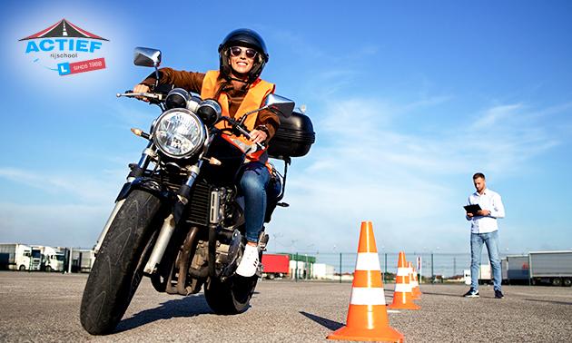 10 of 12 motorrijlessen + examens