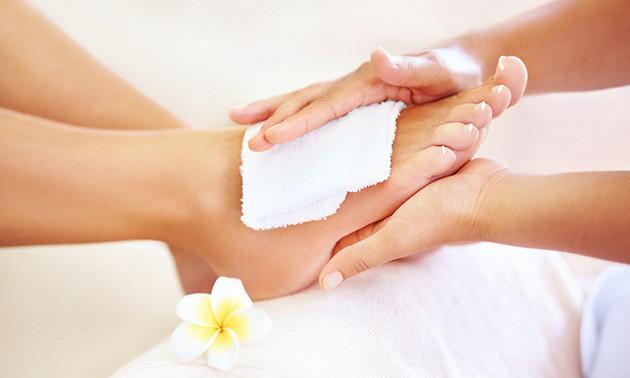 Pedicurebehandeling + voetmassage (75 min)