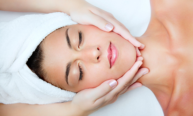 Gezichtsbehandeling (60 of 75 min) of aromamassage