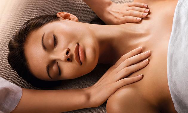 Massage + gezichtsbehandeling + scrub (60 min)