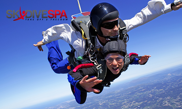 Un saut en parachute + évtl. vidéo chez Skydive Spa