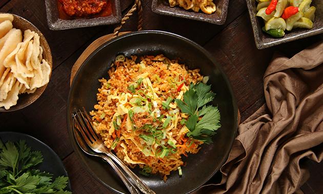 Thuisbezorgd of afhalen: rijsttafel + gemberbier bij TokOmy