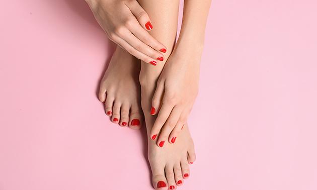 Manicure- of pedicurebehandeling + gellak (60 min)